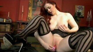 Curvy natural redhead masturbates in her high-heels